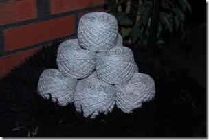 Garn fra Viella, en vakker og grå alpakkahoppe